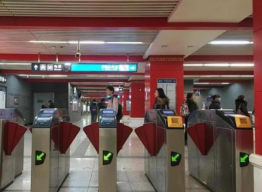 北京地铁开始大规模部署扫码支付闸机