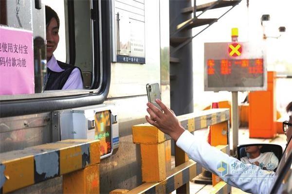 湖南岳阳24个高速收费站实现手机支付