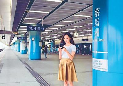 从去年底开始,乘客可在港铁部分站点使用支付宝和微信支付购票