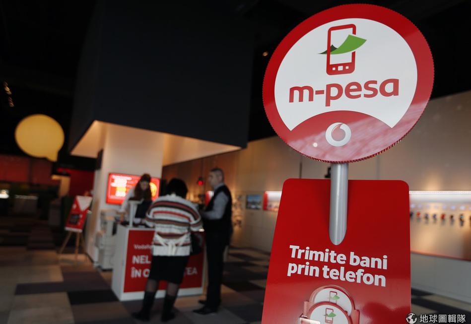 罗马尼亚首都布加勒斯特(Bucharest)的电信行Vodafone外,摆放了M-PESA的标志