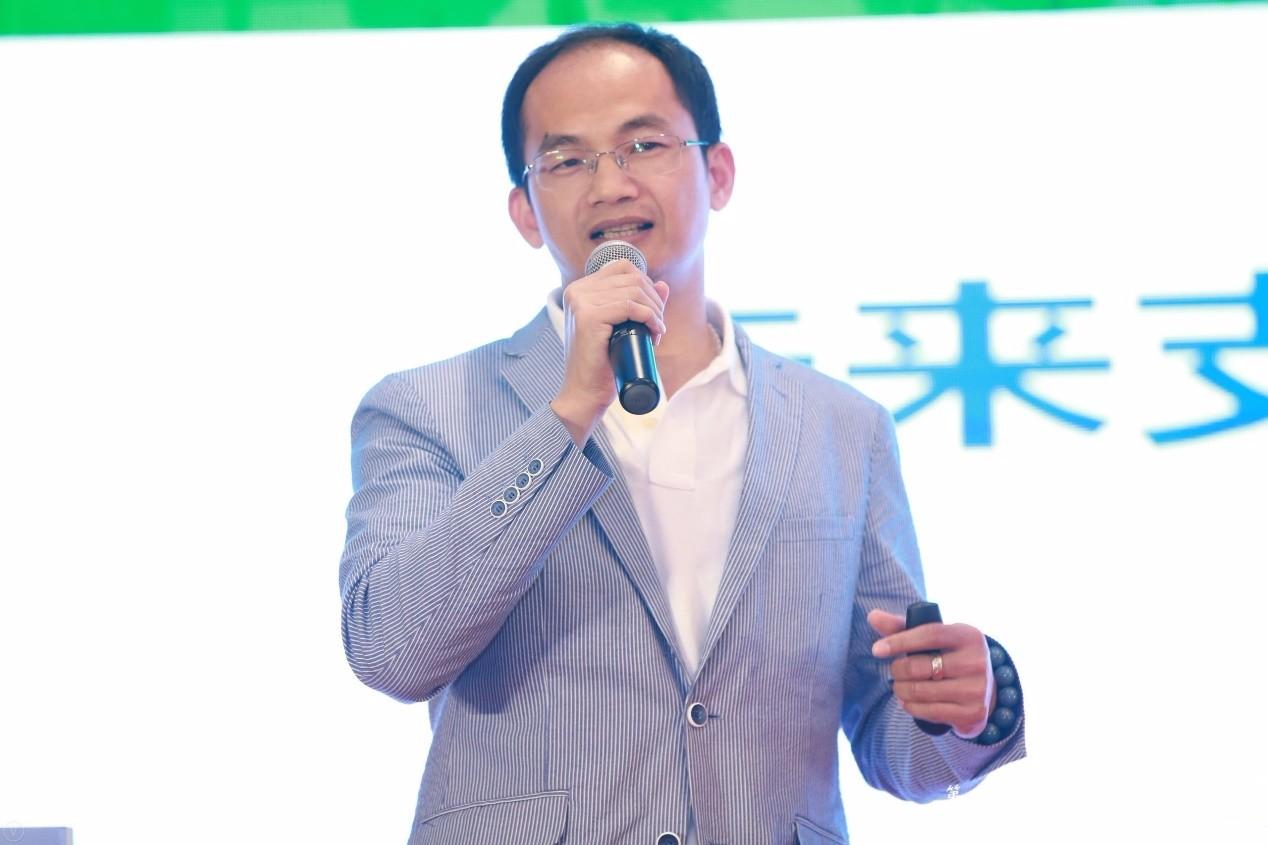金華公交集團副總經理黃新建