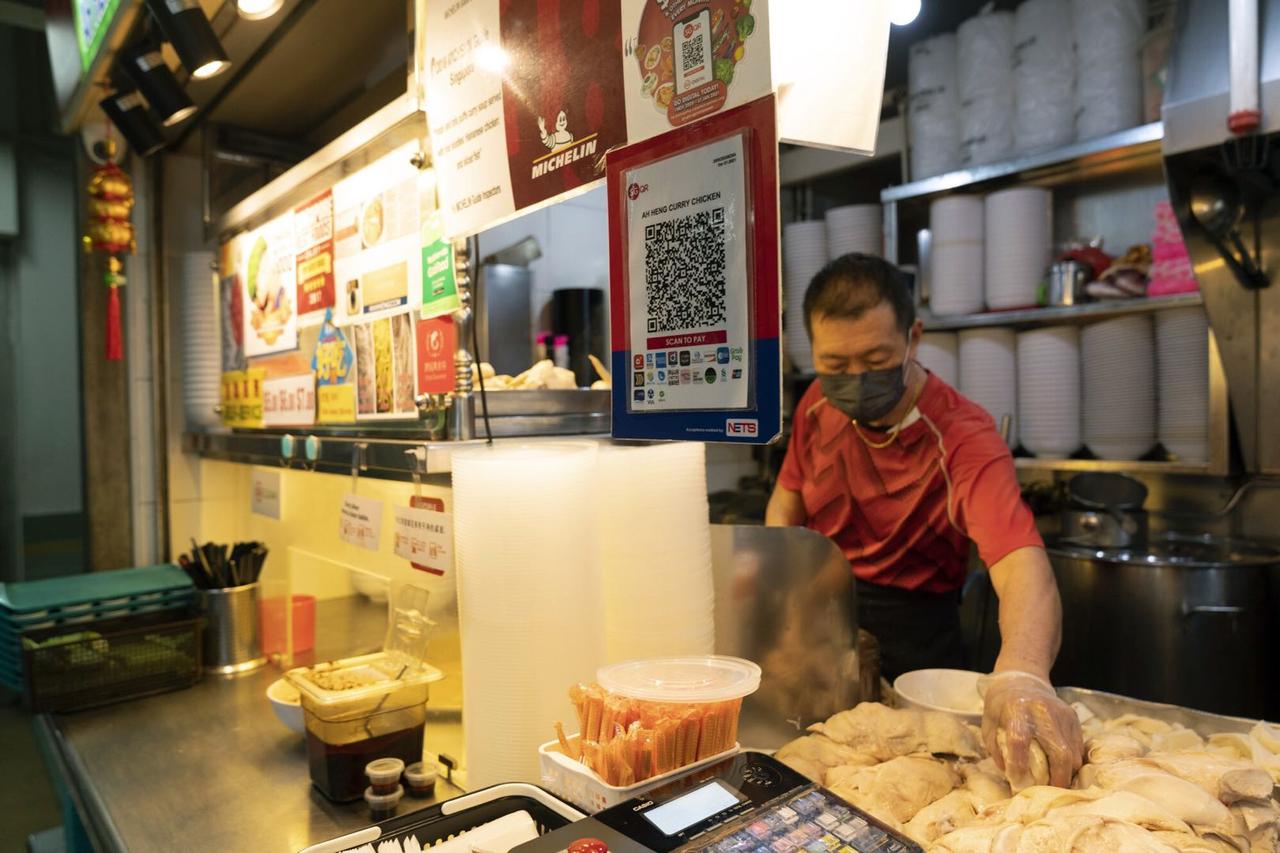 店主 Loh Kaihong 摄影: Wei Leng Tay/Bloomberg